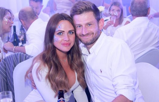 white-party-guests-4